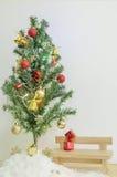 Рождественская елка с красочным орнаментом Стоковое Фото