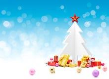 Рождественская елка с подарками и безделушками Стоковая Фотография RF