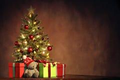 Рождественская елка с подарками Стоковое Изображение RF