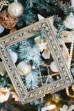 Рождественская елка украшенная с рамкой и игрушками фото Стоковое фото RF