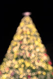 Рождественская елка outdoors bokeh нерезкости большая Стоковые Фото