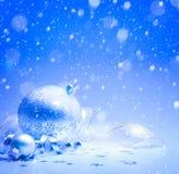 Рождественская открытка искусства с украшением рождества на голубой предпосылке Стоковая Фотография RF