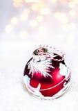 Рождественская открытка с праздничными накаляя украшениями и li рождества Стоковое Изображение RF
