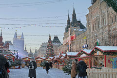 Рождественская ярмарка на красной площади, Москве Стоковые Фотографии RF