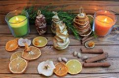 Рождественские елки состава рождества handmade от высушенных плодоовощей Стоковые Фото