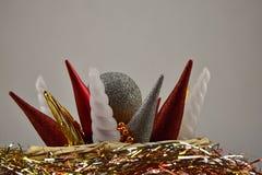 рождество веселое Красочные орнаменты в плетеных коробке и сусали Стоковые Фото