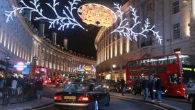 Рождество в правящей улице Лондон сток-видео