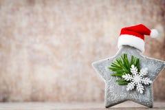 Рождество играет главные роли украшение с шляпой santa Предпосылка годов сбора винограда Стоковая Фотография