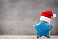 Рождество играет главные роли украшение с шляпой santa Предпосылка годов сбора винограда Стоковая Фотография RF