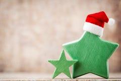 Рождество играет главные роли украшение с шляпой santa Предпосылка годов сбора винограда Стоковые Изображения RF