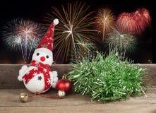 Рождество, игрушка снеговика на деревянном Стоковые Изображения