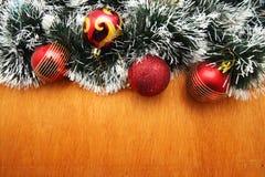 Рождество красное и godlen безделушки и елевое дерево Стоковое Изображение RF