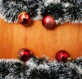 Рождество красное и godlen безделушки и елевое дерево Стоковая Фотография