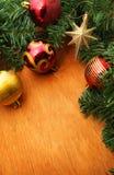 Рождество красное и godlen пузыри и елевое дерево Стоковые Изображения RF