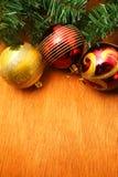 Рождество красное и godlen пузыри и елевое дерево Стоковое Изображение