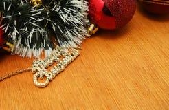 Рождество красное и godlen пузыри и елевое дерево Стоковая Фотография
