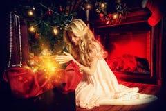 рождество кто-нибудь striped чулки удивляет tiptoe к xmas вала Стоковое Фото