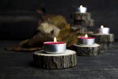 Рождество миражирует горение, украшение при деревянные журналы отдыхая o Стоковые Фотографии RF