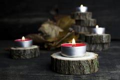 Рождество миражирует горение, украшение с деревянный отдыхать журналов Стоковое Фото