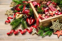 Рождество орнаментирует ветви рождественской елки украшения Стоковые Фото