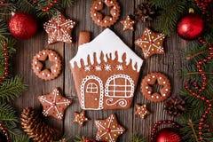 Рождество печений дома и звезд пряника Стоковые Фото