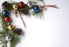 рождество предпосылки орнаментирует белизну Стоковая Фотография RF