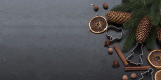 Рождество разветвляет, шарики, шарики, конусы, пряное backgro рождества Стоковые Изображения RF