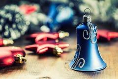 Рождество рождество украшает идеи украшения свежие домашние к Шарики рождества, звезды, орнаменты xmas колоколов звона Стоковая Фотография
