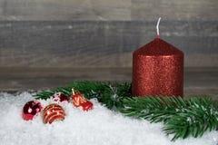 Рождество, свеча в снеге Стоковые Изображения