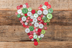 рождество украшает идеи украшения свежие домашние к Застегивает сердце на деревянной предпосылке Стоковая Фотография