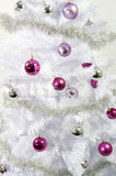 рождество шарика предпосылки яркое орнаментирует белизну вала Стоковое Изображение