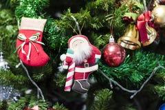 Рождество socks смертная казнь через повешение на дереве Chrismas стоковые фотографии rf