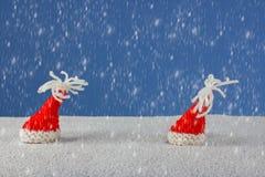 Рождеств-шляпы и снег Стоковые Фотографии RF