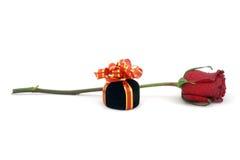 роза красного цвета подарка коробки одиночная Стоковые Изображения