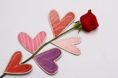 Роза красного цвета с сердцами Стоковое Изображение RF