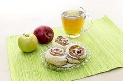 Розетки от яблок в печенье слойки Стоковое Изображение