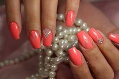 Розовая геометрия искусства ногтя стоковые изображения rf
