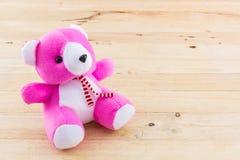 Розовая игрушка плюшевого медвежонка Стоковая Фотография
