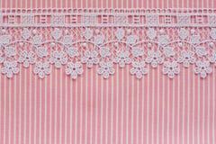 Розовая и белая джинсовая ткань с шнурком Стоковые Фото