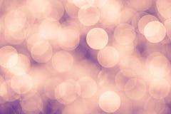 Розовая и фиолетовая винтажная предпосылка с светами bokeh defocused Стоковое Изображение