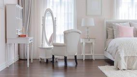 Розовая классическая спальня стиля Стоковое Фото