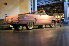 Розовая модель автомобиля с откидным верхом 1954 дипломата Desoto в музее перехода наследия в Gurgaon, Haryana Индии Стоковые Изображения RF