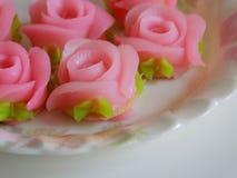 Розовая польза роз для украшает торт Стоковые Фотографии RF