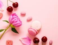 Розовая предпосылка с пионом стоковое изображение rf