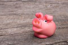 Розовая свинья марципана на древесине Стоковое Изображение