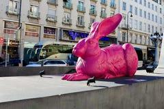 Розовая скульптура зайчика Стоковые Фотографии RF