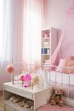 Розовая спальня девушки Стоковое фото RF