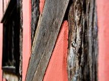 Розовая стена тимберса средневекового английского коттеджа Стоковые Изображения RF