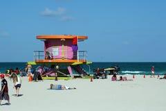 Розовая стойка личной охраны на южном пляже в Майами стоковое фото
