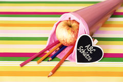 Розовая сумка школы с немецким текстом для набора Стоковое Изображение